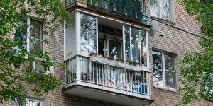 Остекление балконов и лоджий: возникающие трудности и юридические аспекты